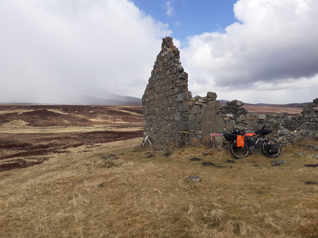 The ruin of Geldie Lodge at 530m. This turned out to be yet another wrong turning